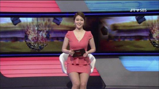 【ほぼホステス】AV禁止のお隣韓国、ニュース番組の女子アナスカートがキャバ嬢レベルでワロタwwwwwww(画像あり)・26枚目