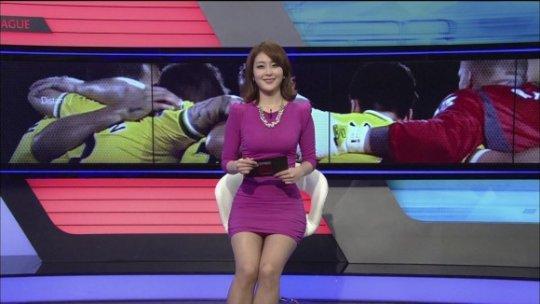 【ほぼホステス】AV禁止のお隣韓国、ニュース番組の女子アナスカートがキャバ嬢レベルでワロタwwwwwww(画像あり)・27枚目