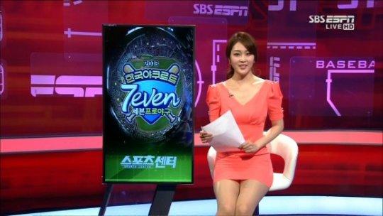 【ほぼホステス】AV禁止のお隣韓国、ニュース番組の女子アナスカートがキャバ嬢レベルでワロタwwwwwww(画像あり)・28枚目