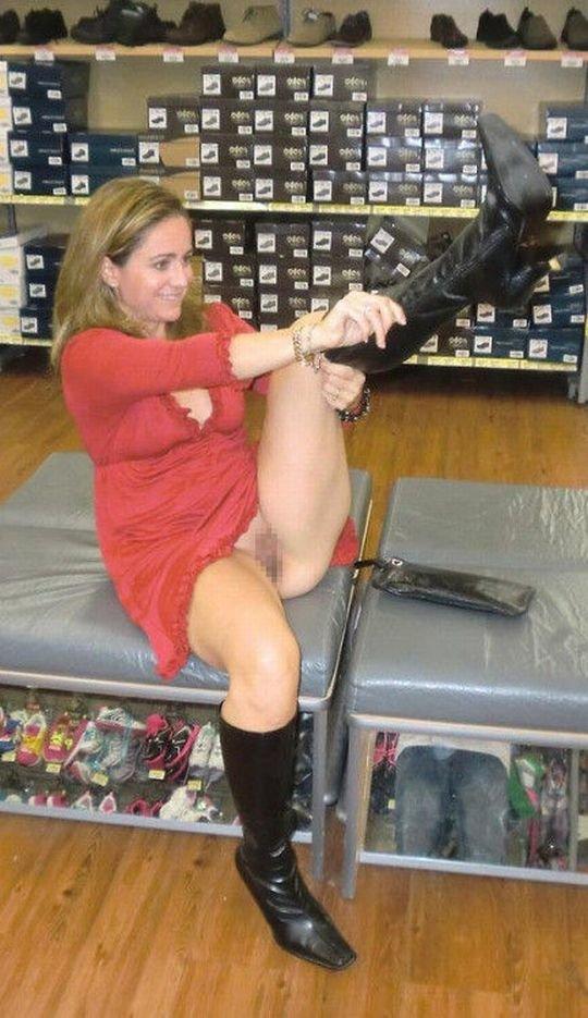 【変態ホイホイ】外国の靴売り場で一日盗撮した結果、半数はノーパンでワロタwwwwwww(画像あり)・3枚目