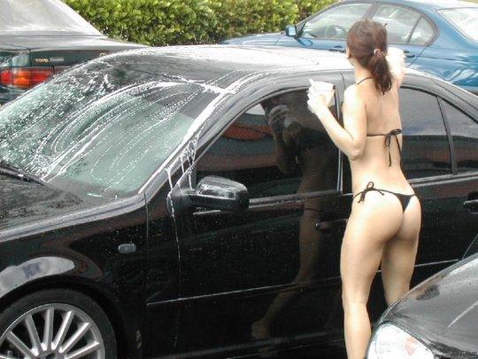 【新サービス】アメリカで大人気のエロいねーちゃんが半裸で洗車してくれるサービス、これほぼ風俗だろwwwwwwww(画像30枚)・9枚目
