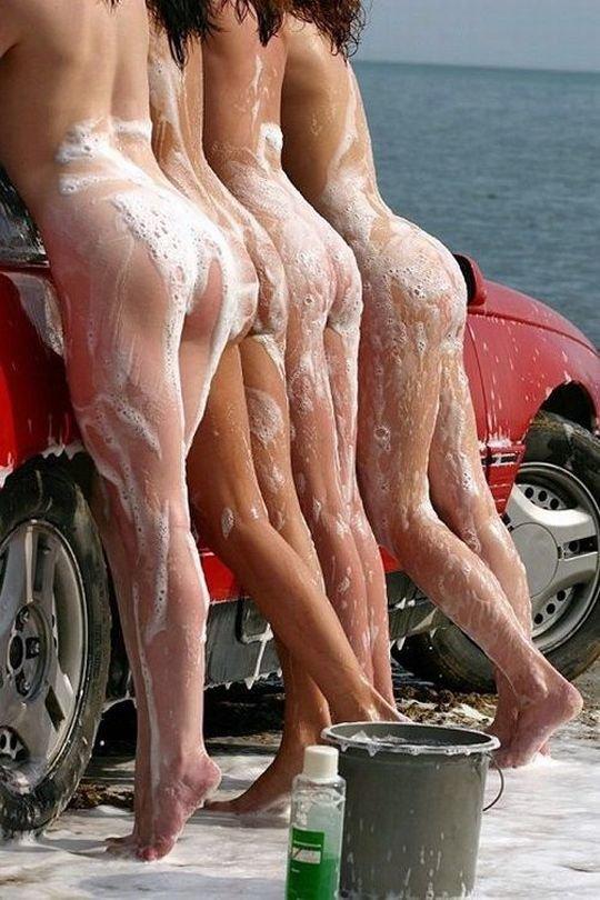 【新サービス】アメリカで大人気のエロいねーちゃんが半裸で洗車してくれるサービス、これほぼ風俗だろwwwwwwww(画像30枚)・11枚目