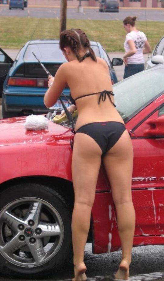 【新サービス】アメリカで大人気のエロいねーちゃんが半裸で洗車してくれるサービス、これほぼ風俗だろwwwwwwww(画像30枚)・29枚目
