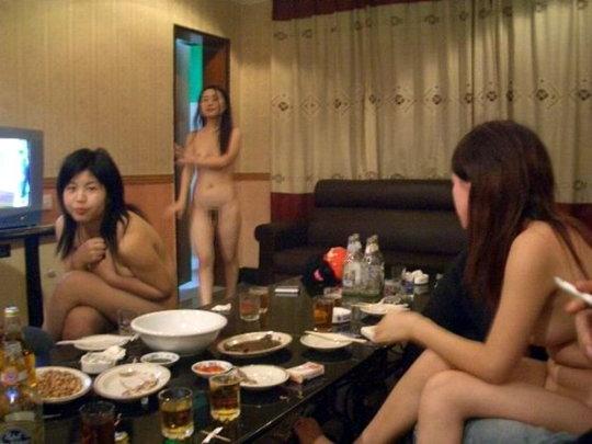【画像あり】中国の「カラオケ援〇」とかいう闇をご覧ください。やっぱルール無用やなぁ・・・・18枚目