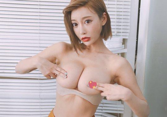 【明日花キララ】アップデートする度に顔が変わるセクシー女優をエロGIFでご覧ください(588枚)・290枚目