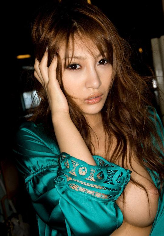 【明日花キララ】アップデートする度に顔が変わるセクシー女優をエロGIFでご覧ください(523枚)・229枚目