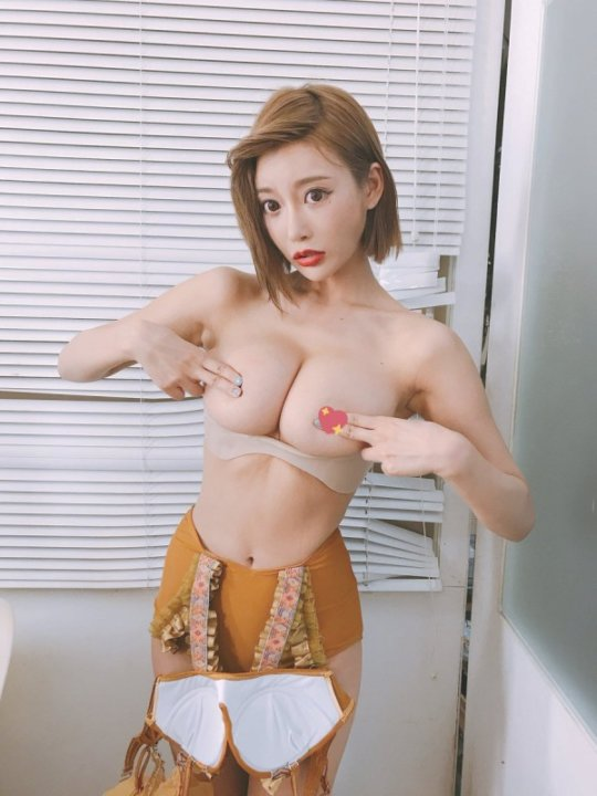 【明日花キララ】アップデートする度に顔が変わるセクシー女優をエロGIFでご覧ください(323枚)・139枚目