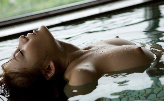 【明日花キララ】アップデートする度に顔が変わるセクシー女優をエロGIFでご覧ください(588枚)・422枚目
