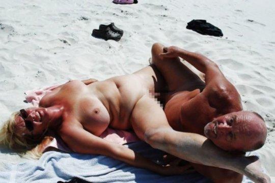 """""""ヌーディストビーチ""""でフェラ・セックスしてる女たち、ルールどうなってんの??(454枚)・197枚目"""