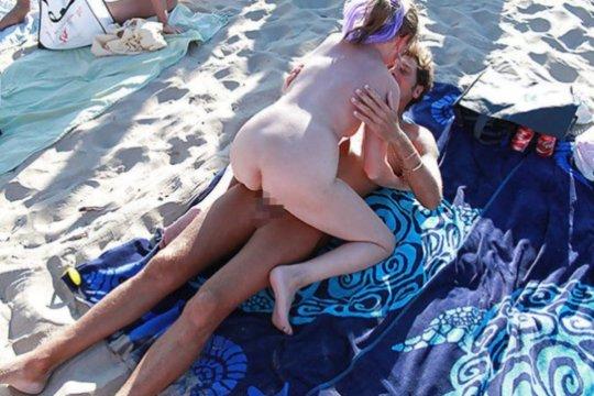 """""""ヌーディストビーチ""""でフェラ・セックスしてる女たち、ルールどうなってんの??(454枚)・198枚目"""