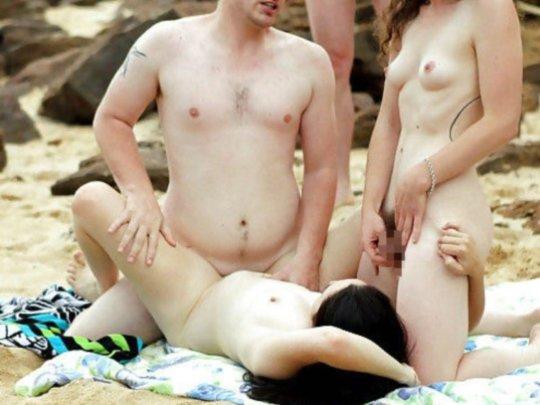 """""""ヌーディストビーチ""""でフェラ・セックスしてる女たち、ルールどうなってんの??(454枚)・204枚目"""