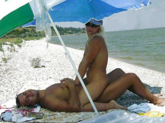 """""""ヌーディストビーチ""""でフェラ・セックスしてる女たち、ルールどうなってんの??(454枚)・215枚目"""
