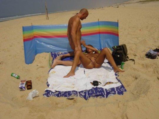 """""""ヌーディストビーチ""""でフェラ・セックスしてる女たち、ルールどうなってんの??(454枚)・218枚目"""