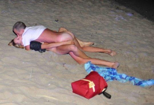 """""""ヌーディストビーチ""""でフェラ・セックスしてる女たち、ルールどうなってんの??(454枚)・220枚目"""