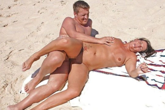 """""""ヌーディストビーチ""""でフェラ・セックスしてる女たち、ルールどうなってんの??(454枚)・223枚目"""