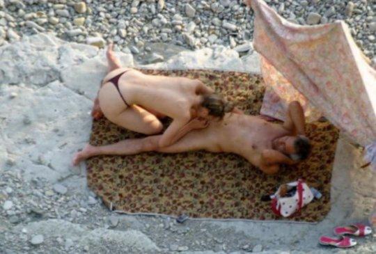 """""""ヌーディストビーチ""""でフェラ・セックスしてる女たち、ルールどうなってんの??(454枚)・230枚目"""