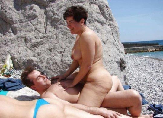 """""""ヌーディストビーチ""""でフェラ・セックスしてる女たち、ルールどうなってんの??(454枚)・231枚目"""