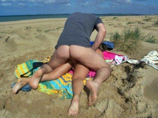 """""""ヌーディストビーチ""""でフェラ・セックスしてる女たち、ルールどうなってんの??(454枚)・240枚目"""