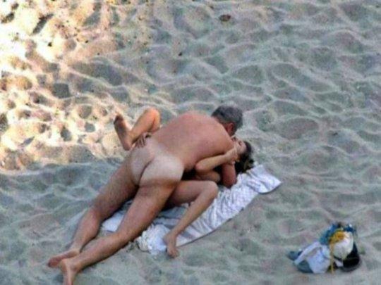 """""""ヌーディストビーチ""""でフェラ・セックスしてる女たち、ルールどうなってんの??(454枚)・242枚目"""