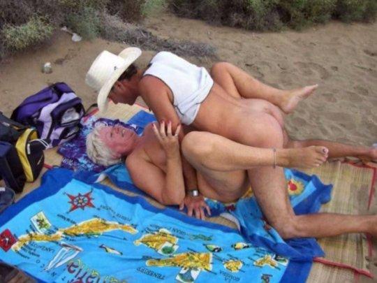 """""""ヌーディストビーチ""""でフェラ・セックスしてる女たち、ルールどうなってんの??(454枚)・252枚目"""
