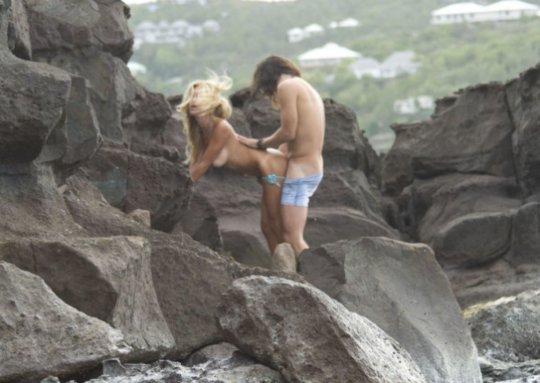 """""""ヌーディストビーチ""""でフェラ・セックスしてる女たち、ルールどうなってんの??(454枚)・253枚目"""