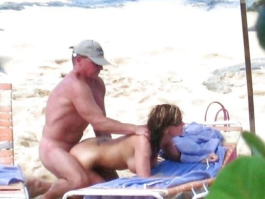 """""""ヌーディストビーチ""""でフェラ・セックスしてる女たち、ルールどうなってんの??(454枚)・255枚目"""