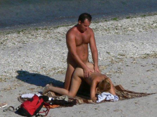 """""""ヌーディストビーチ""""でフェラ・セックスしてる女たち、ルールどうなってんの??(454枚)・264枚目"""