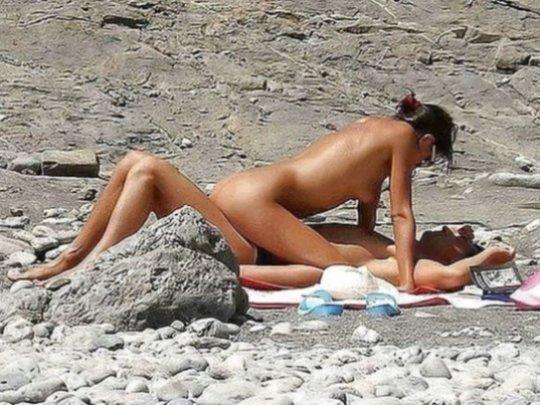 """""""ヌーディストビーチ""""でフェラ・セックスしてる女たち、ルールどうなってんの??(454枚)・266枚目"""