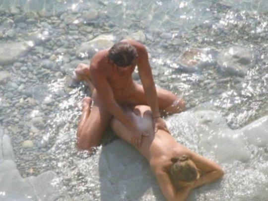 """""""ヌーディストビーチ""""でフェラ・セックスしてる女たち、ルールどうなってんの??(454枚)・282枚目"""