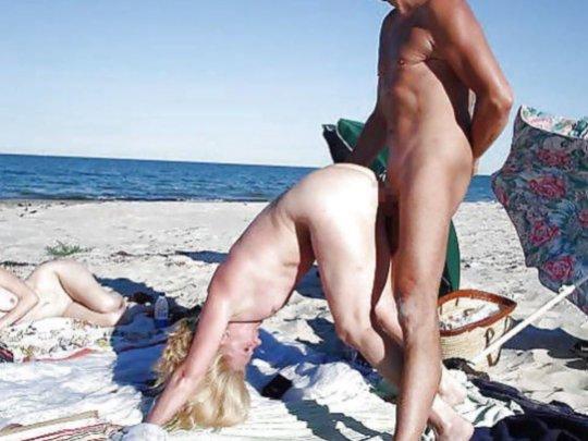 """""""ヌーディストビーチ""""でフェラ・セックスしてる女たち、ルールどうなってんの??(454枚)・284枚目"""