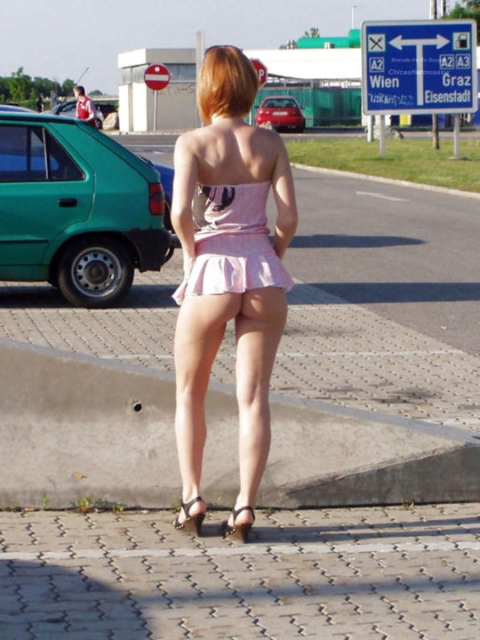 【路上売春婦】日本と同じノリでミニスカ&タンクトップとかで海外旅行行くまんさん、そんな恰好してるの売春婦だけだぞwwwwwwww(画像あり)・11枚目