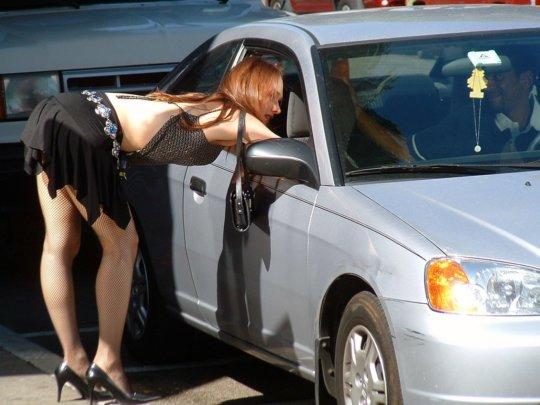 【路上売春婦】日本と同じノリでミニスカ&タンクトップとかで海外旅行行くまんさん、そんな恰好してるの売春婦だけだぞwwwwwwww(画像あり)・32枚目