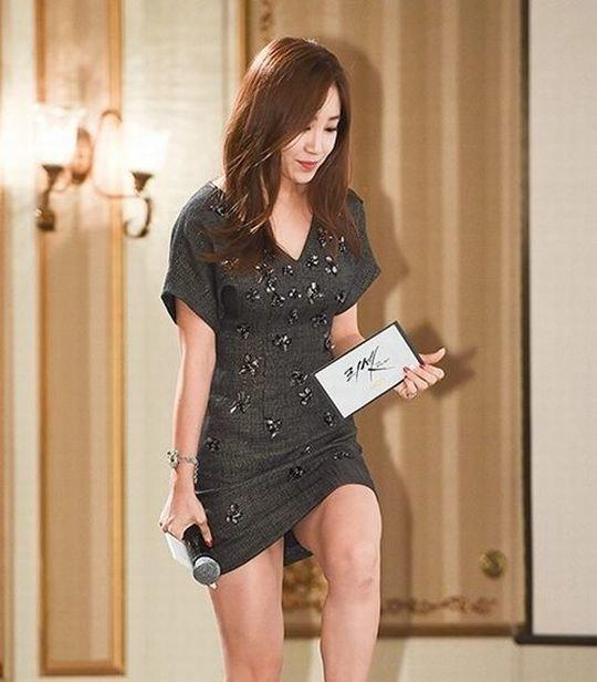 【イメクラ嬢レベル】韓国女子アナの平均的なスカートの短さ、これもう普通に痴女だろwwwwwwwww(画像30枚)・3枚目