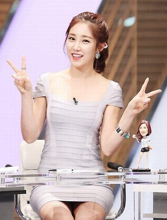 【イメクラ嬢レベル】韓国女子アナの平均的なスカートの短さ、これもう普通に痴女だろwwwwwwwww(画像30枚)・5枚目