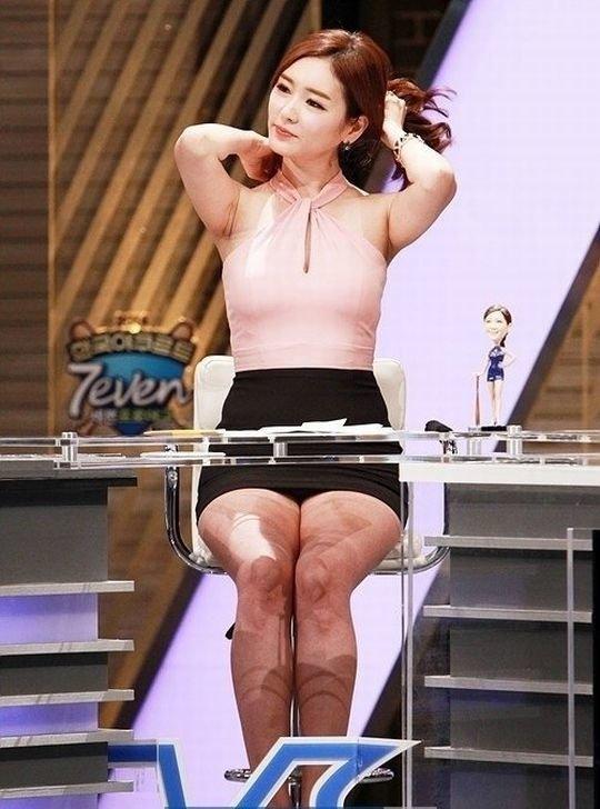 【イメクラ嬢レベル】韓国女子アナの平均的なスカートの短さ、これもう普通に痴女だろwwwwwwwww(画像30枚)・8枚目