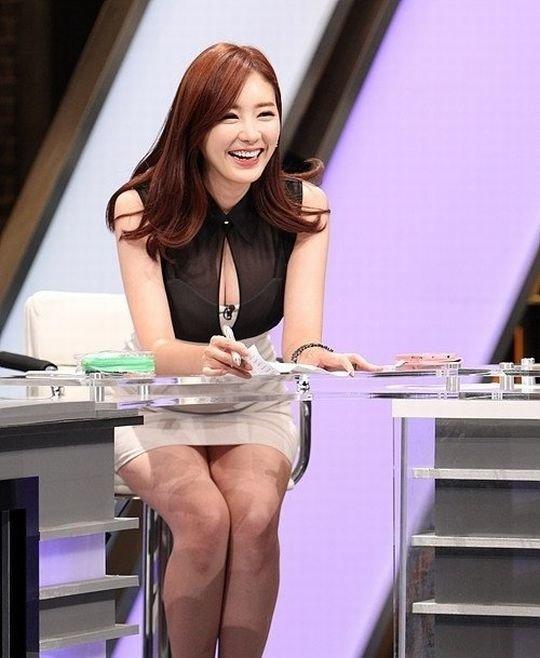 【イメクラ嬢レベル】韓国女子アナの平均的なスカートの短さ、これもう普通に痴女だろwwwwwwwww(画像30枚)・11枚目
