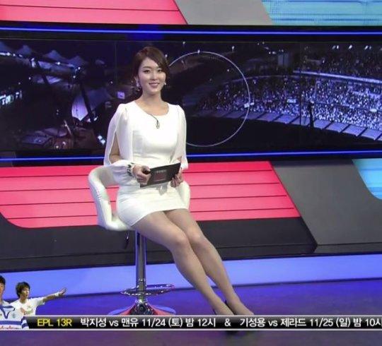 【イメクラ嬢レベル】韓国女子アナの平均的なスカートの短さ、これもう普通に痴女だろwwwwwwwww(画像30枚)・14枚目