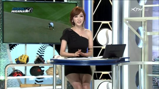 【イメクラ嬢レベル】韓国女子アナの平均的なスカートの短さ、これもう普通に痴女だろwwwwwwwww(画像30枚)・16枚目