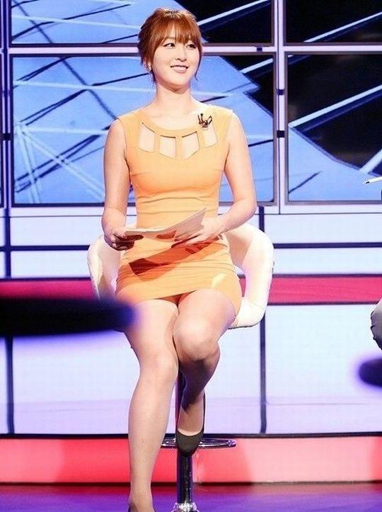 【イメクラ嬢レベル】韓国女子アナの平均的なスカートの短さ、これもう普通に痴女だろwwwwwwwww(画像30枚)・23枚目