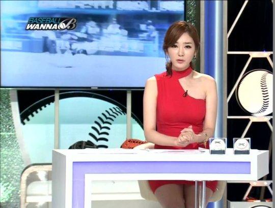 【イメクラ嬢レベル】韓国女子アナの平均的なスカートの短さ、これもう普通に痴女だろwwwwwwwww(画像30枚)・28枚目