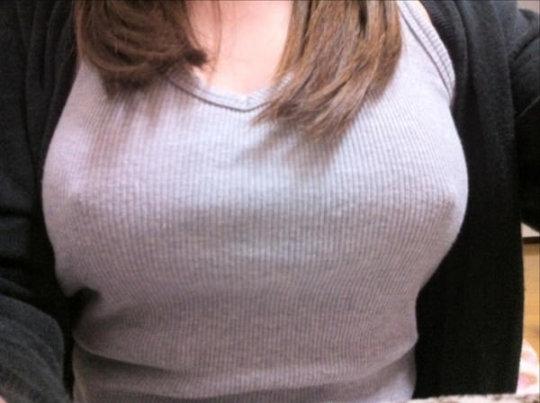 【※二度見】SNSに現れた最強の「着衣巨乳」ガチで破裂寸前wwwwwwwww(画像あり)・32枚目