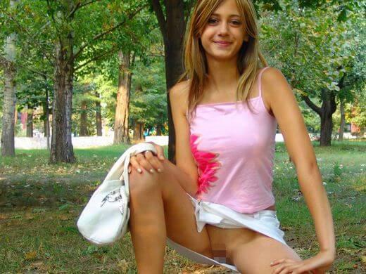 (ノーパン露出)スカートなのにパンツ穿かないって露出性癖の外人さん、こんな美10代小娘まで汚染されてて草wwwwwwwwwwwwwwwwww(写真30枚)