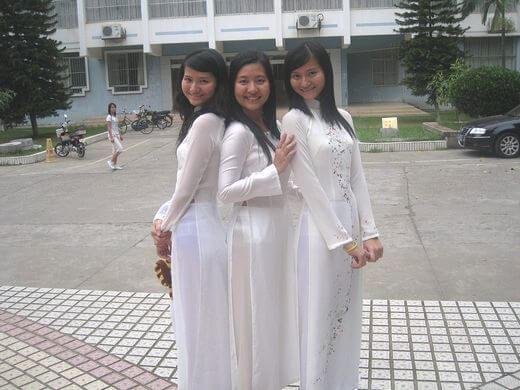 (えろ民族衣装)ベトナムのアオザイというパンツもブラも透けまくりな民族衣装、これは視姦不可避wwwwwwwwwwwwwwwwww(写真30枚)