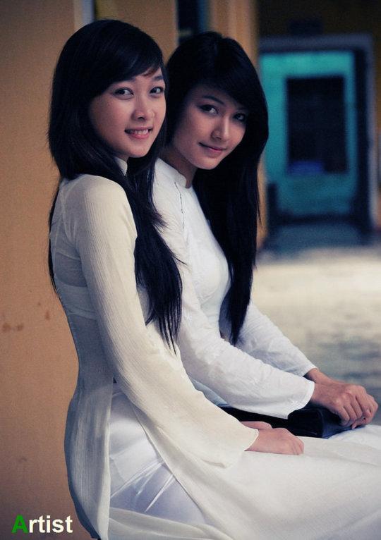 【エロ民族衣装】ベトナムのアオザイというパンツもブラも透けまくりな民族衣装、これは視姦不可避wwwwwwwww(画像30枚)・4枚目