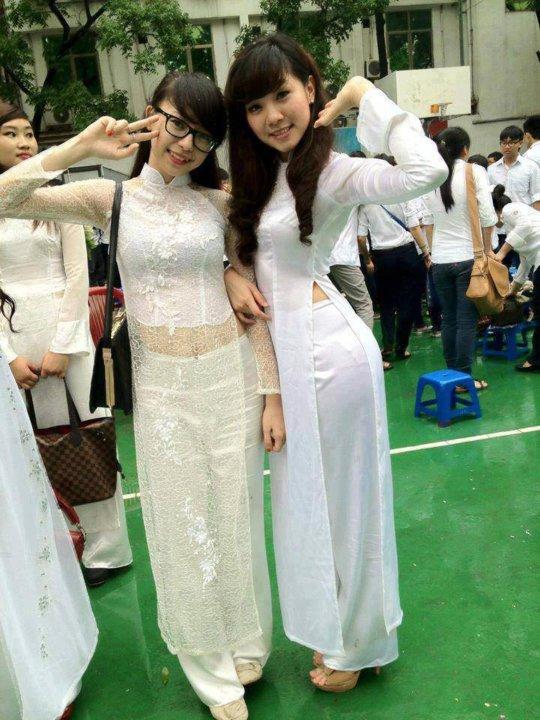 【エロ民族衣装】ベトナムのアオザイというパンツもブラも透けまくりな民族衣装、これは視姦不可避wwwwwwwww(画像30枚)・5枚目