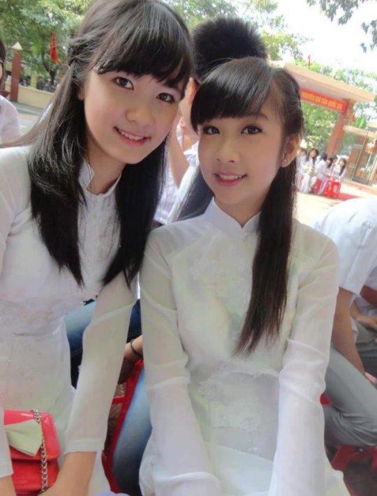 【エロ民族衣装】ベトナムのアオザイというパンツもブラも透けまくりな民族衣装、これは視姦不可避wwwwwwwww(画像30枚)・13枚目