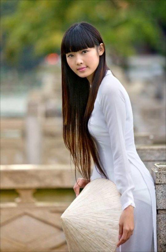 【エロ民族衣装】ベトナムのアオザイというパンツもブラも透けまくりな民族衣装、これは視姦不可避wwwwwwwww(画像30枚)・14枚目