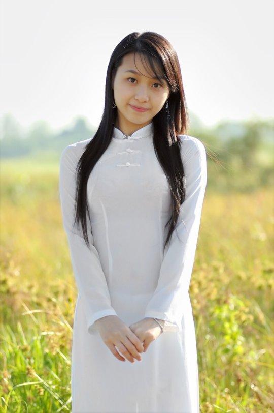 【エロ民族衣装】ベトナムのアオザイというパンツもブラも透けまくりな民族衣装、これは視姦不可避wwwwwwwww(画像30枚)・20枚目