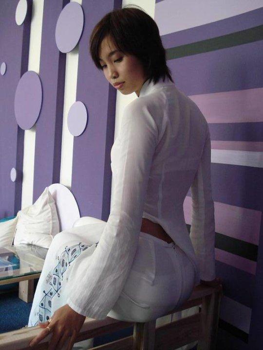 【エロ民族衣装】ベトナムのアオザイというパンツもブラも透けまくりな民族衣装、これは視姦不可避wwwwwwwww(画像30枚)・21枚目
