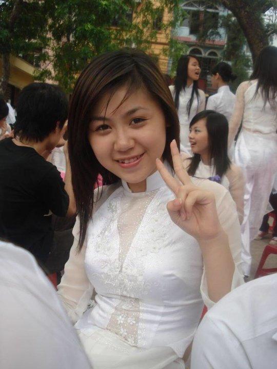 【エロ民族衣装】ベトナムのアオザイというパンツもブラも透けまくりな民族衣装、これは視姦不可避wwwwwwwww(画像30枚)・22枚目